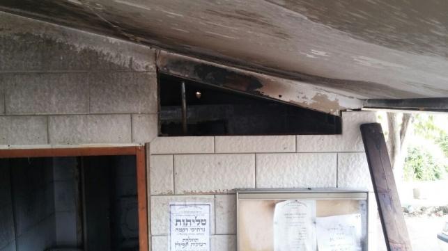 בית הכנסת השרוף, הבוקר