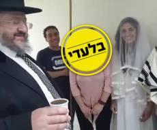 בחוץ, שיגורי רקטות; במקלט - חופה יהודית