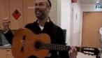 בן נולד ליונתן רזאל שהלחין שיר במחלקה