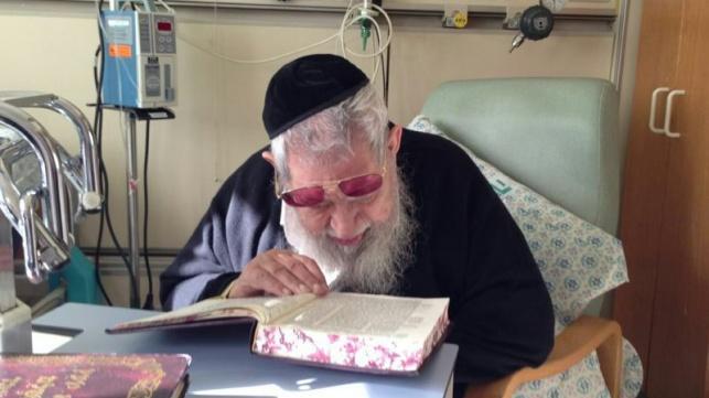 מרן הרב עובדיה יוסף בבית החולים