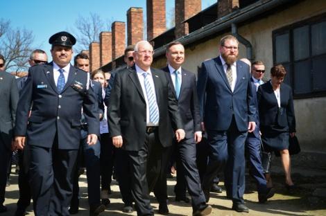 """ריבלין ודודה במצעד החיים - ריבלין הטיח בנשיא פולין: """"צל גדול מעיב על היחסים שלנו"""""""