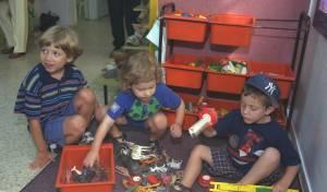 יאיר נתניהו, משמאל, עם חבריו ומשחקי הילדות - יאיר: 'קיבלתי ממילצ'ן רק בובה אחת, בגיל 6'