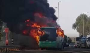 נס: אוטובוס נשרף; נוסעים חרדים ניצלו. צפו