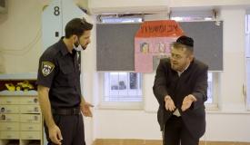 """כשהשוטר בא לפנות את """"גן הילדים"""" • צפו"""