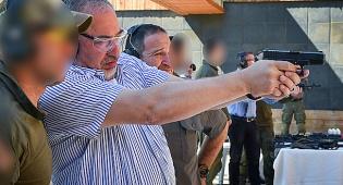"""שר הביטחון אביגור ליברמן, השבוע - """"ההתקפה הכימית - הוראה ישירה של אסד"""""""