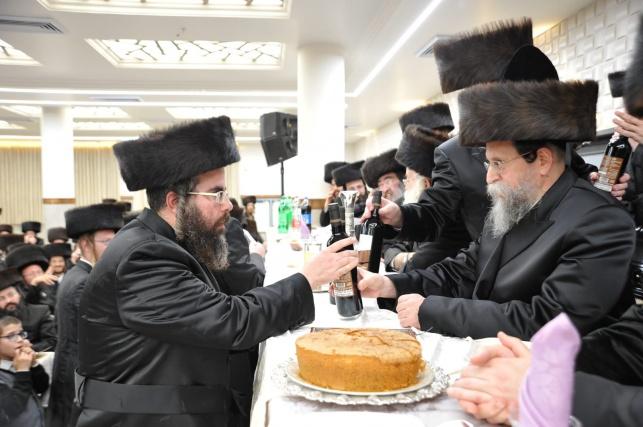"""הרב אייזנבלט עם רבו, האדמו""""ר מבאיאן"""