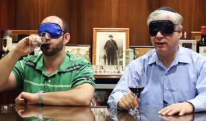 צפו בניסוי: מומחי יין יצליחו לזהות אותו - בלי לראות?