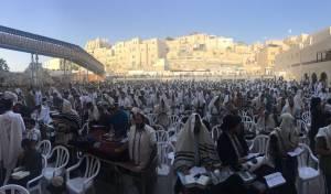 אלפים התפללו בכותל  לשמירת קדושתו