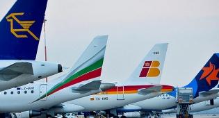 """מטוסים בנתב""""ג - נתב""""ג: גל ביטולי טיסות לישראל"""