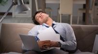 מתקשים להירדם? אולי המחשב והסלולרי שלכם אשמים
