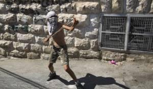 הפלסטינים יידו אבנים על העיתונאים הזרים