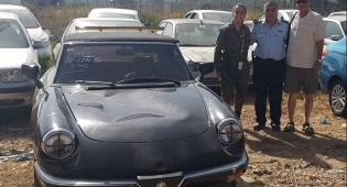 השוטר עם בעל הרכב