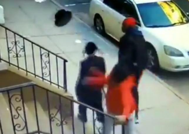 נערים מתעללים בבחור חסידי בניו יורק
