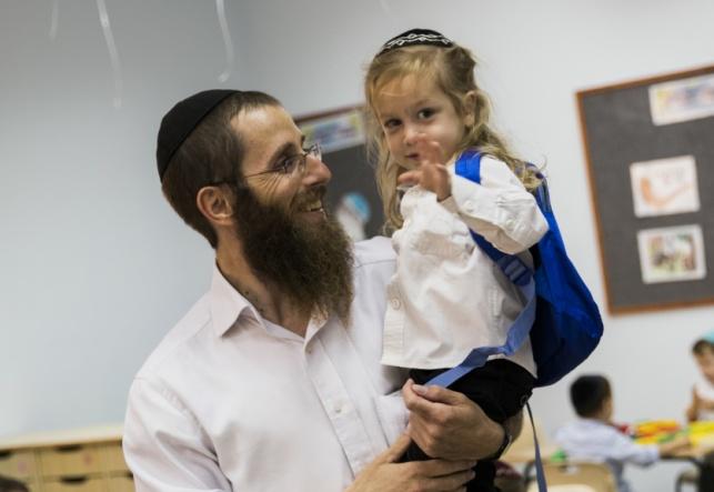 למצולמים אין קשר לנאמר בידיעה - ילד שלי / הרב אברהם בורודיאנסקי