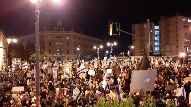 הפגנות נגד נתניהו בבלפור, הערב