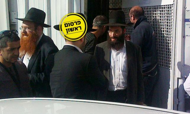 מימין: שלמה פיין בעת שחרורו מהמעצר