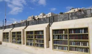 ספריה חדשה נחנכה בעזרת הגברים בכותל