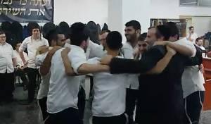 תלמידי הישיבה חגגו את ניצחונם על זייברט