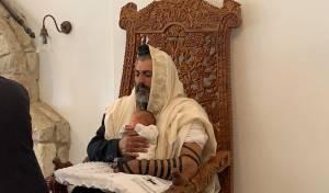 צבי יחזקאלי חגג ברית לבנו השביעי; תיעוד
