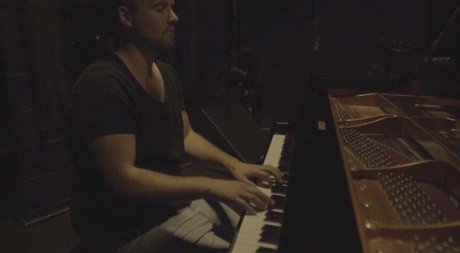 הפסנתרן מנדי פורטנוי בביצוע אקוסטי: אנעים זמירות