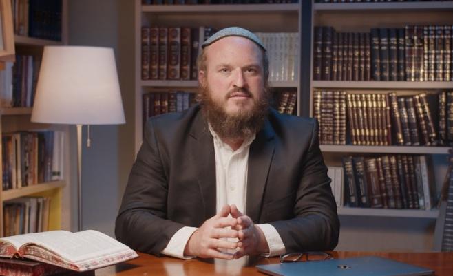 האם לבכות בט' באב או לעזור ליהודי?  / צפו