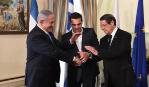 נתניהו עם נשיא קפריסין ניקוס אנסטסיאדיס וראש ממשלת יוון אלכסיס ציפראס.  