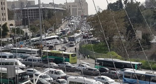 הפקקים בירושלים, הבוקר - ירושלים נצורה: פקקי ענק ונהגים מתוסכלים