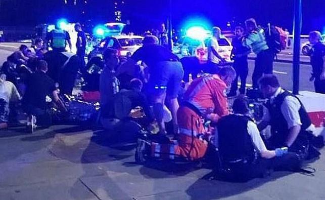 כוחות ההצלה מטפלים בפצועים הרבים
