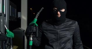 אילוסטרציה - לוד: מילא אוויר בתחנת הדלק ורכבו נגנב