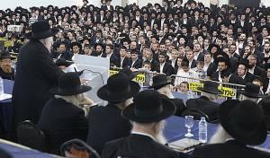 """ר' שמואל אוירבך נושא דברים בכינוס וכתבתם - """"הפלג הירושלמי"""" יערכו כינוס מחאה גדול"""