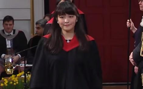 הנסיכה היפנית בסיום לימודיה בבריטניה - הנסיכה היפנית מוותרת ופורשת מהמלוכה