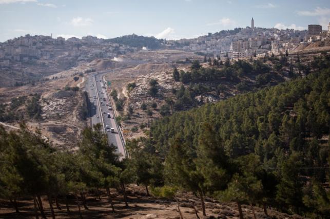 כביש 1 והר הזיתים מתצפית משטח E