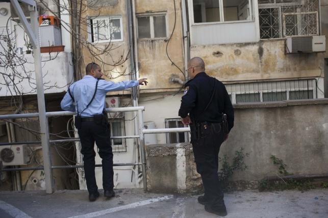שוטרים בשכונת מאה שערים