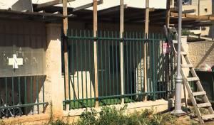 אבק, חצץ ובני מיעוטים במעון לילדים באלעד