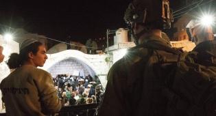 הלילה בשכם: 1,400 מתפללים בקבר יוסף
