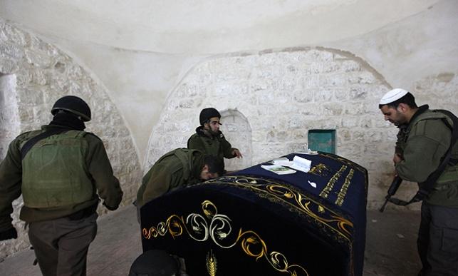 """כוחות צה""""ל בקבר יוסף"""