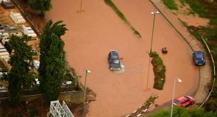 כבישים מוצפים בשרון - ניזוקתם מהסופה ומהפסקות חשמל? כך תפוצו