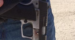 האקדח שנתפס - חטף אקדח ממאבטח, נמלט ונלכד ברחוב