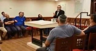 גפני ספד למרן בבית הכנסת, בכנסת • צפו