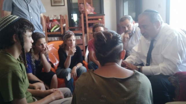 ליברמן למשפחת מרק: להוריד את ראש הנחש