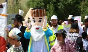 תחפושות ומתופפים: תהלוכת הילדים במירון