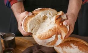 איך תשמרו על לחם טרי? אחסנו במיקרוגל