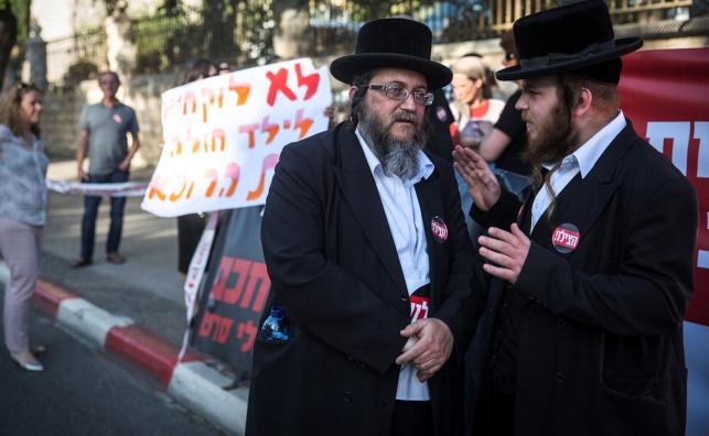 """הפגנה מול בית ראש הממשלה בדרישה לפתיחת מחלקת ילדים ב""""שערי צדק"""""""