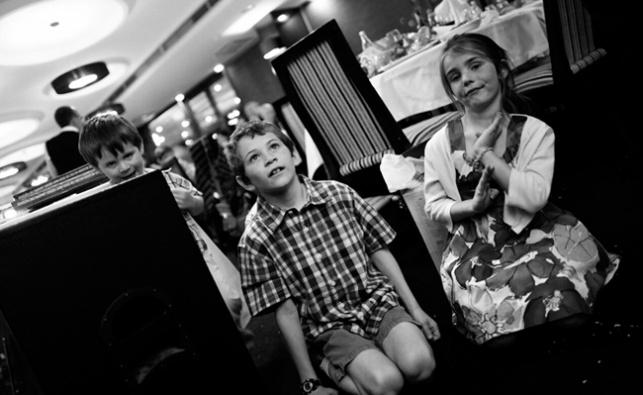 מאיר אלפסי חגג פסח בקוסובו ולא הפסיק לצלם