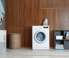 מכונת הכביסה מריחה רע? כך תנקו אותה כמו שצריך