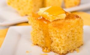 לחם תירס עם זיגוג של דבש, שיכול לשמש גם כמנה אחרונה
