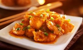 נגיסי עוף פריכים ברוטב חמוץ מתוק - צפו: טייק אוויי סיני מהיר של עוף ברוטב חמוץ-מתוק