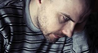 אם אתם חווים דיכאון, אל תחכו שיחלוף מעצמו. אילוסטרציה - מרגישים שאתם נכנסים לדיכאון? תבדקו את עצמכם