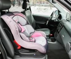 אילוסטרציה - נס חנוכה ברחובות: תינוק חולץ מרכב נעול