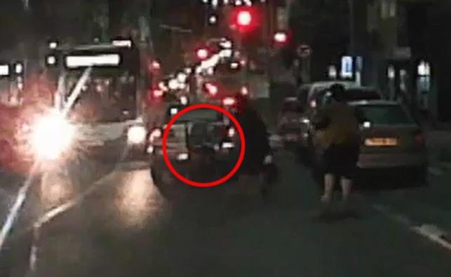 נס מצולם: הילד ברח לכביש והעגלה בעקבותיו